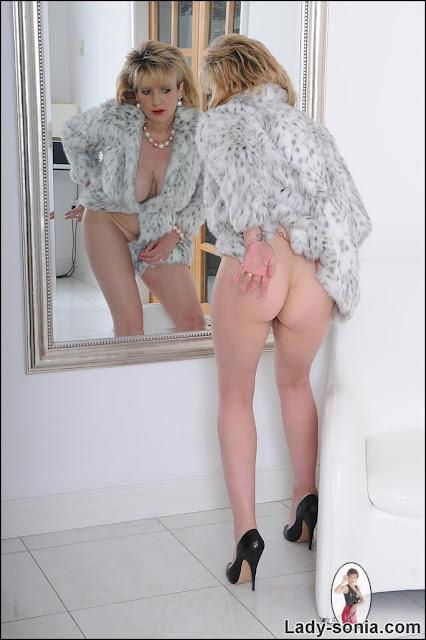 Pissing pussy porn pics