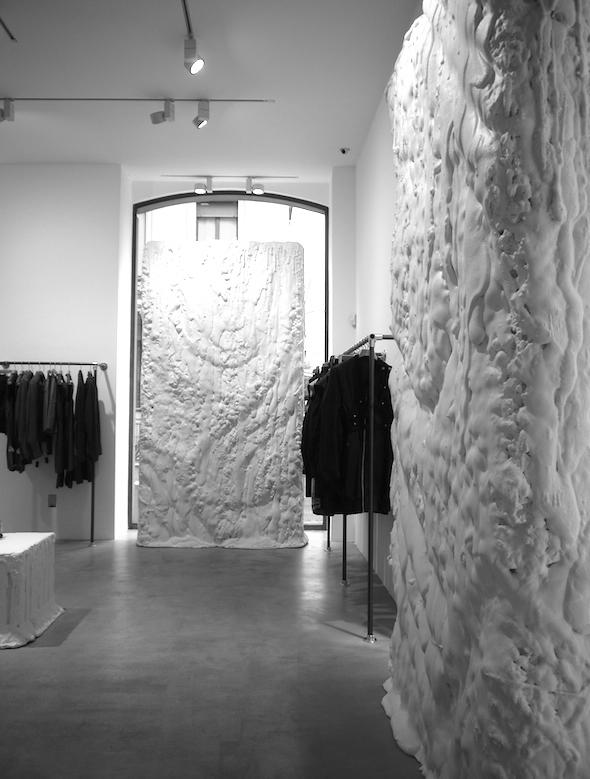 Amato vosgesparis: Rick Owens Fashion store | Milan VY31