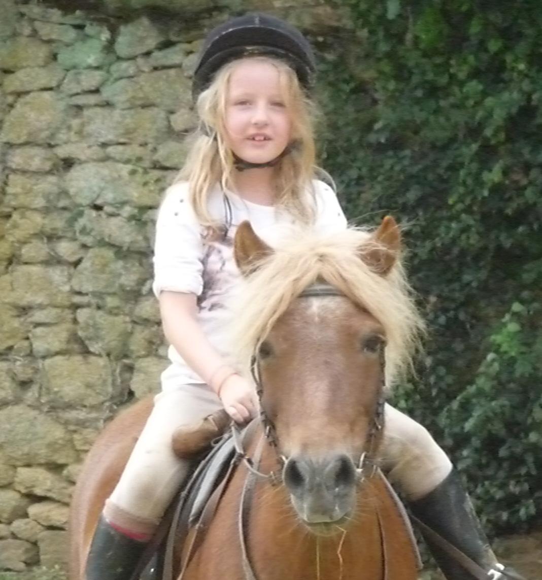 poney club d alencon equitation mon poney et moi c est. Black Bedroom Furniture Sets. Home Design Ideas