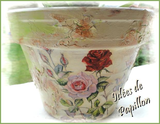 idées de papillon: décorer un pot en terre cuite