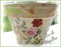 http://ideesdepapillon.blogspot.fr/2012/11/decorer-un-pot-en-terre-cuite.html