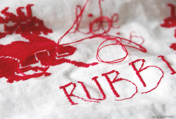 aliciasivert, alicia sivert, alicia sivertsson, broderi, korsstygn, embroidery, needlework, cross stitch, modern life is rubbish, blur