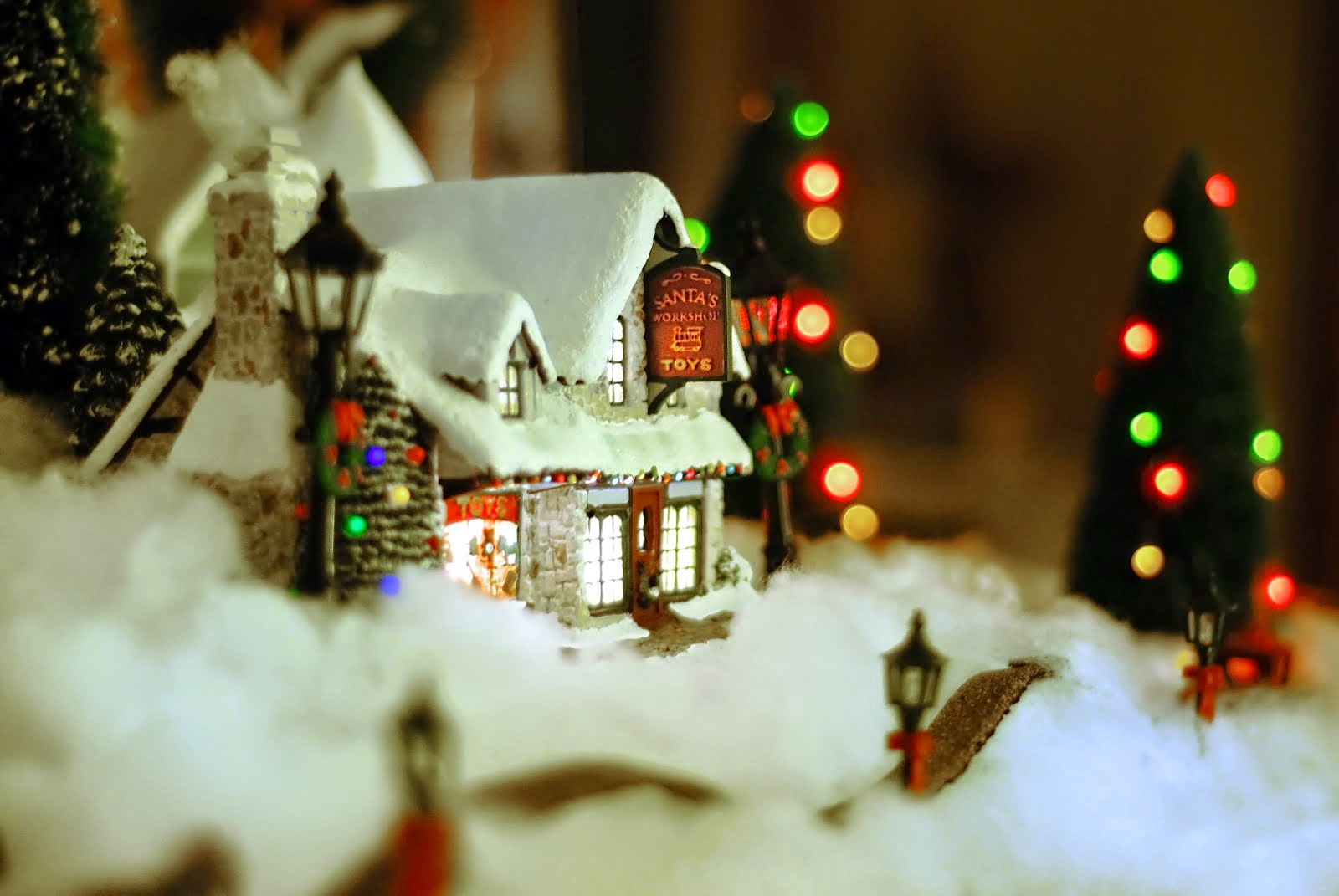 constructed christmas house wallpaper