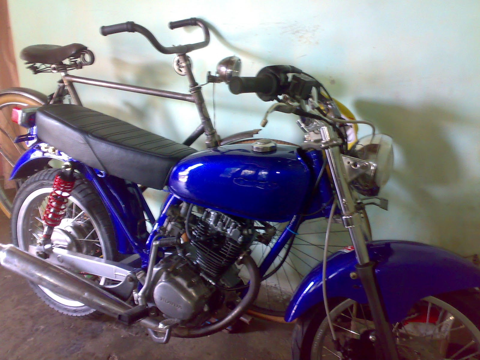 motor honda cb  blue fresh full modification solo