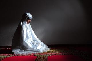 Sifat Wanita yang Disukai Pria yang Bikin Rezeki Suami