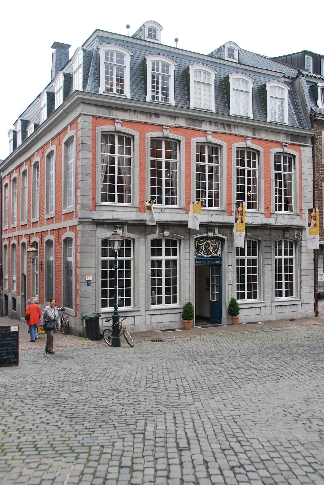 Die Geschichte Des Heutigen Hauses Beginnt Im 17. Jahrhundert. Mit  Unterstützung Des Aachener Rats Erbaute Der Apotheker Adam Coebergh 1662  Die ...