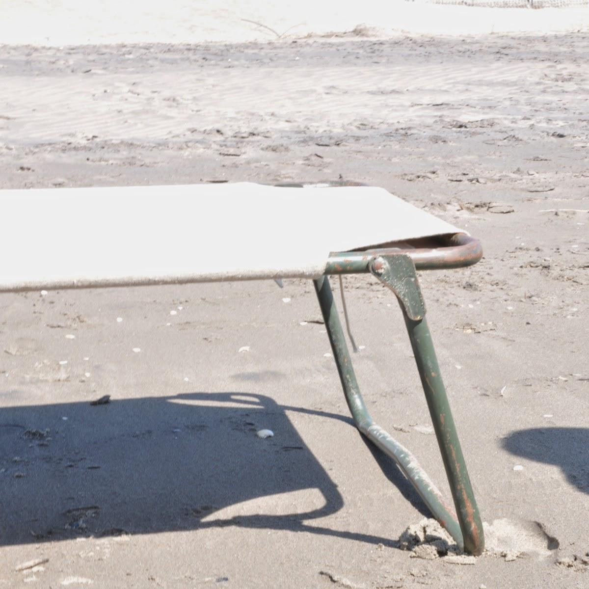 http://www.vdj-boutique.com/-objets/3953-lit-de-camp-militaire-vintage-objets-trouves.html