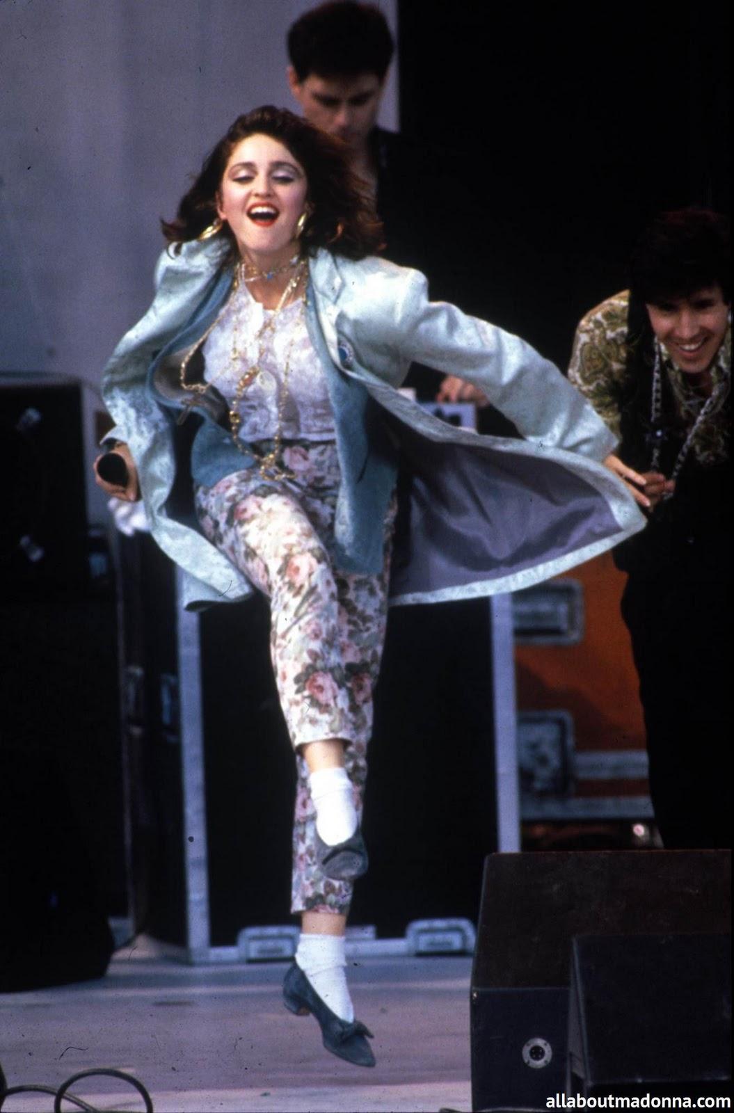 http://3.bp.blogspot.com/-8zlL4ejoauI/TrQMpkb9sLI/AAAAAAAABM4/qMZZPVgrrQ8/s1600/Madonna+V.jpg