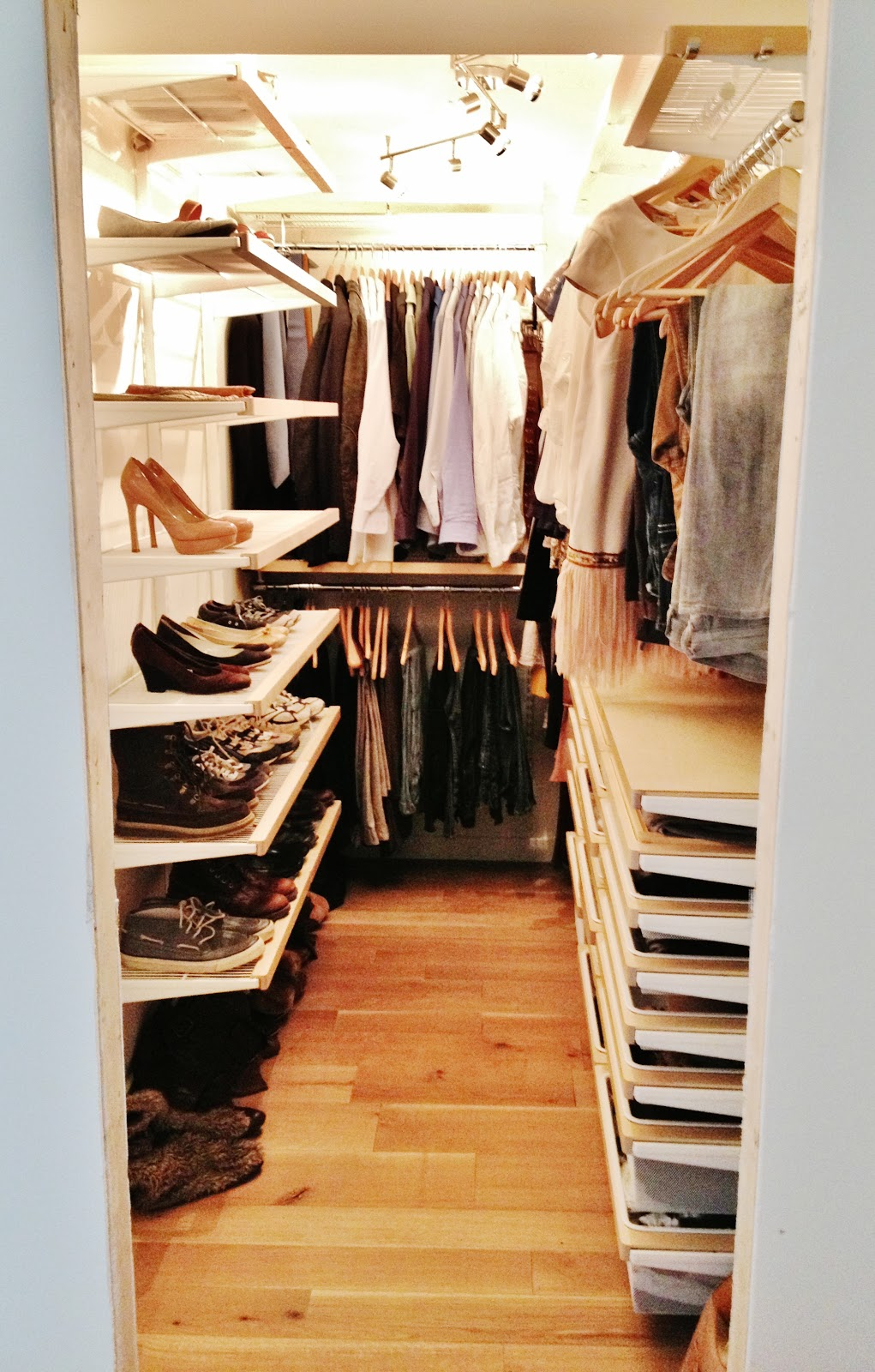 Our new closet my closet makeover tips for Garderobe 33 style blog