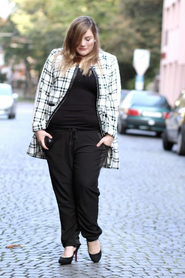 Plus Size Outfit Karomantel mit Stoffhose