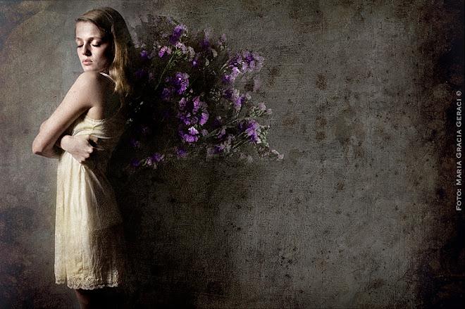 """Serie: """"Todas mis flores son del Viento..."""" (2011-2012) Fotografías s/ tela, Técnica Mixta."""