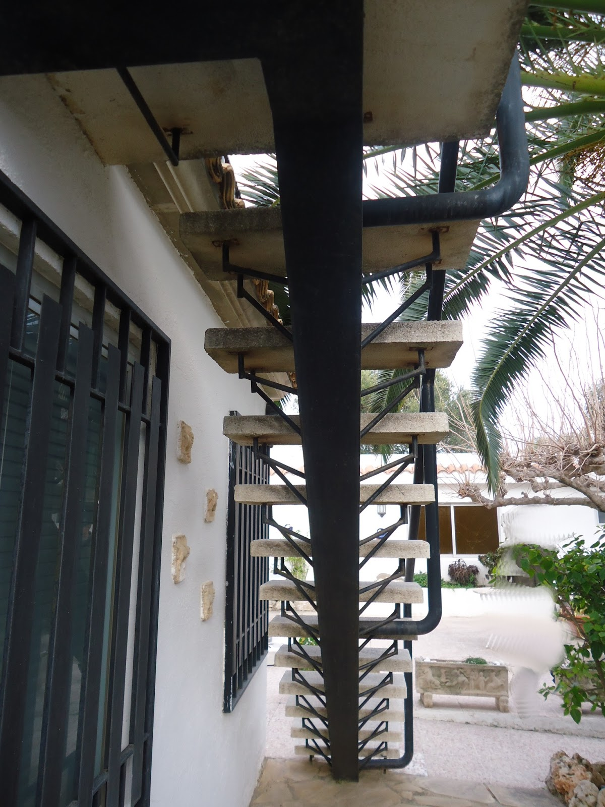 Se podr a decir que esta estructura trabaja con cargas de compresi n y flexi n con una presi n - Escaleras jardin ...