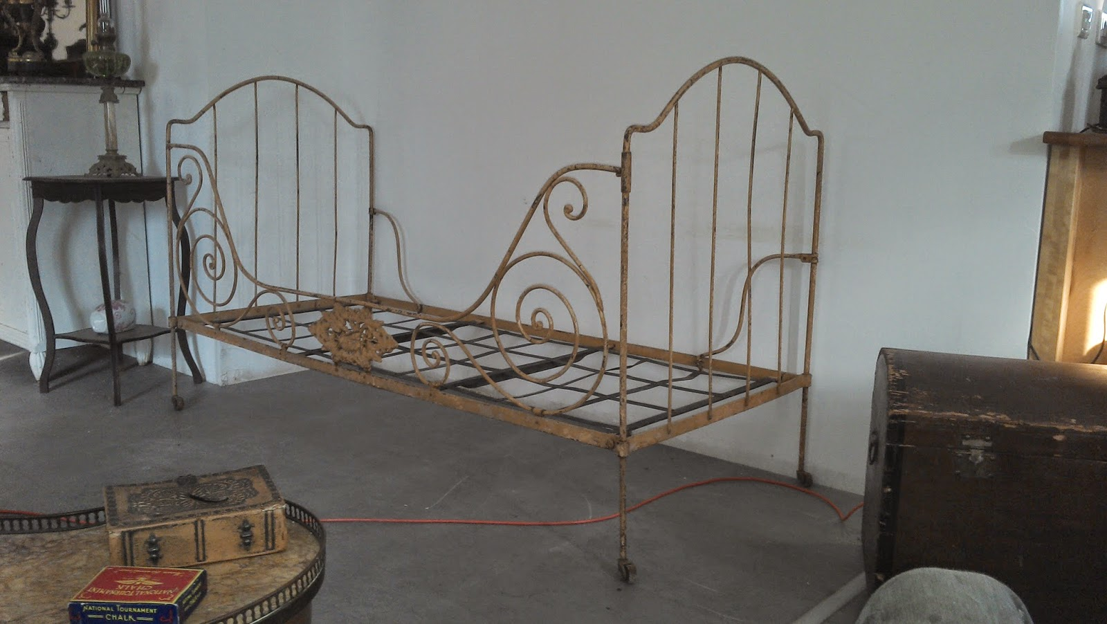 En fer forg banquette art populaire banc mobilier de for Mobilier de jardin en fer forge