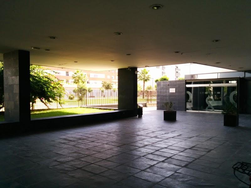 Entrada al edificio del CREA Sevilla