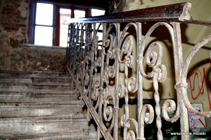 schody klatka schodowa balustrada Warszawa stolica kamienice czerwona cegła Praga Północ zabytek