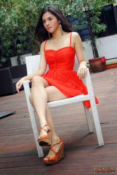 Galeri Foto Seksi DJ Putri Una di Majalah Dewasa