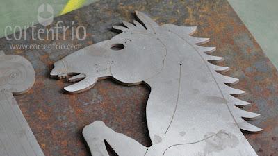 Corte por agua grabado acero hierro