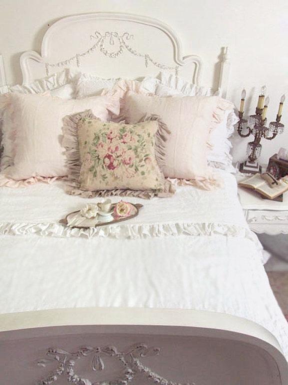 Decorar Dormitorios Vintage ~ Take 5 The Perfect Cottage Vintage Bed  The Cottage Market