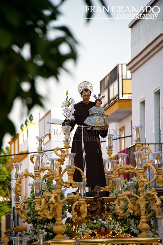 http://franciscogranadopatero35.blogspot.com/2014/07/procesion-de-san-antonio-de-padua.html