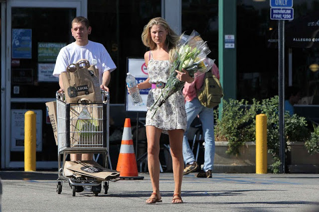 Ali Larter in Dress Shopping at Whole Foods