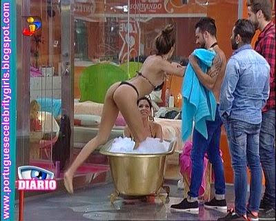 http://imgchili.net/show/61380/61380958_debora_picoito_e_jes.jpg