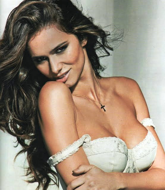 Beautiful Portuguese Claudia Vieira - Sexy Naked Women