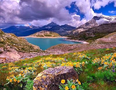 Wallpaper Pemandangan Lembah Keren