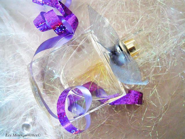 """Le flacon """"Sourire de Cristal"""" de Lancôme - Les Mousquetettes©"""