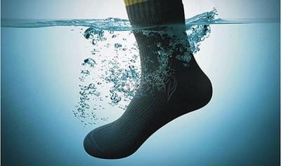 Tak Tahu Beda Water Resistance & Water Proof, CEO Archos Rusak Ponsel Saat Demo