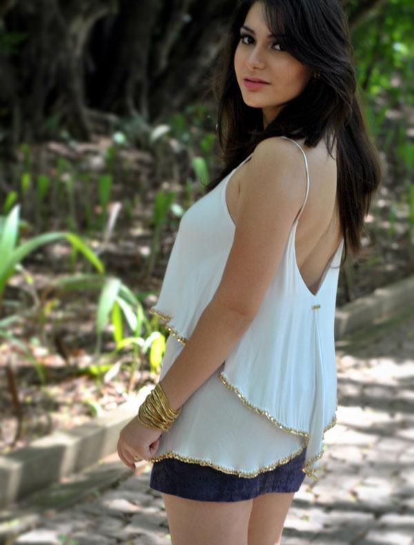 Bárbara Urias - look - Blusa com correntes dourada