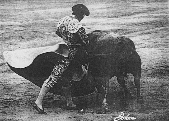 Resultado de imagen de sombras de toreros en el ruedo