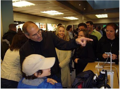 World's Biggest Apple Fan Meets Steve Jobs Seen On www.coolpicturegallery.us