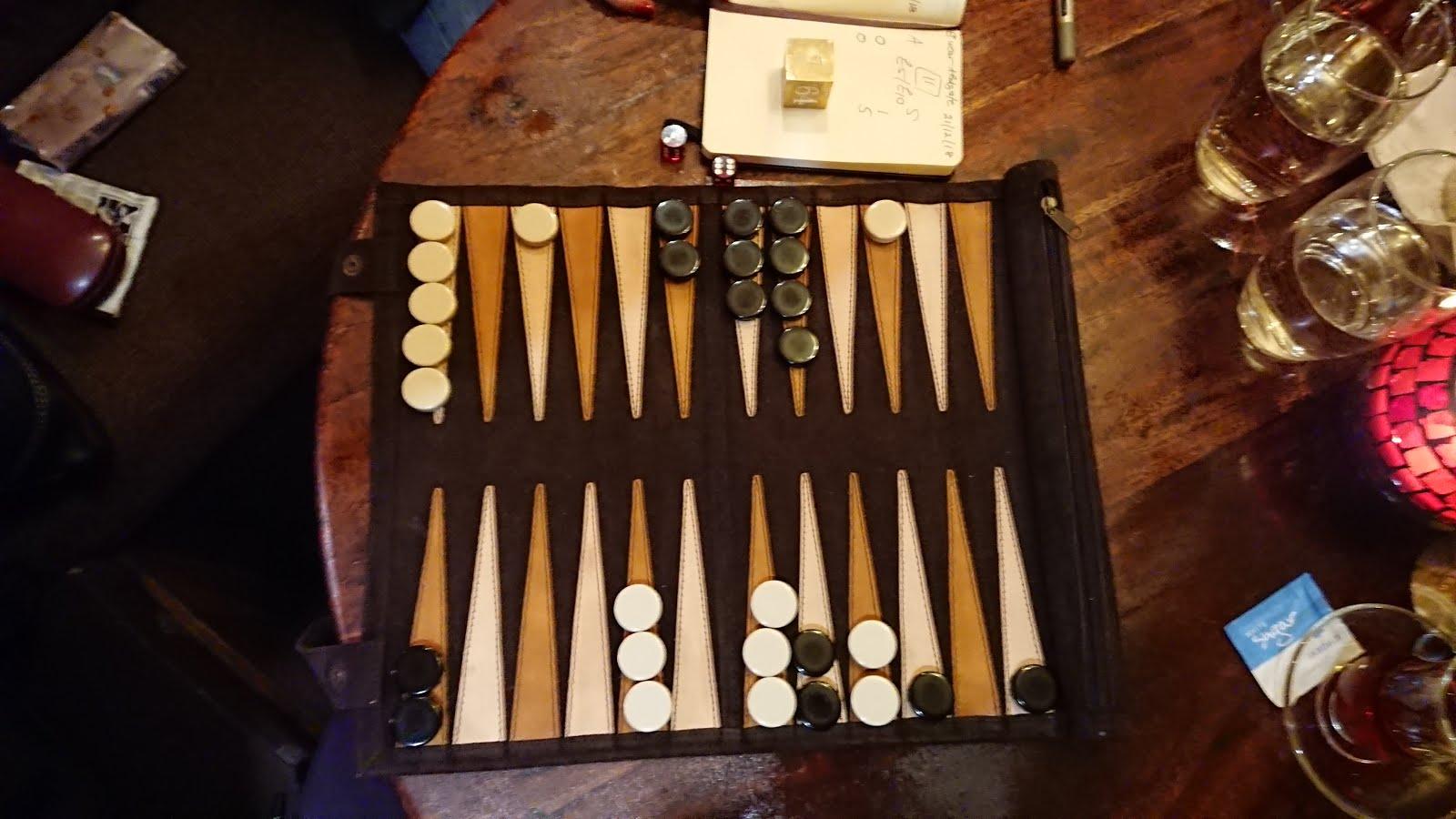 Travel backgammon