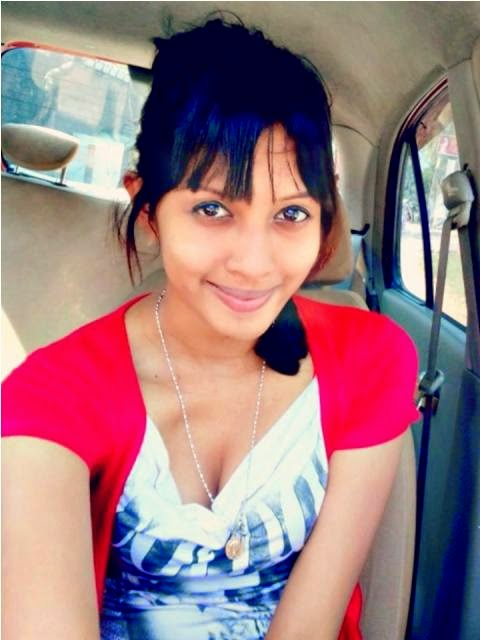Sri Lankan  Girls Vehicle Secret Recording Hot Videos