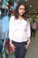 amala paul at nayak pressmeet