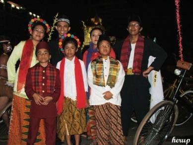 ... pakaian adat tradisional daerah Jakarta 5.busana tradisional daerah