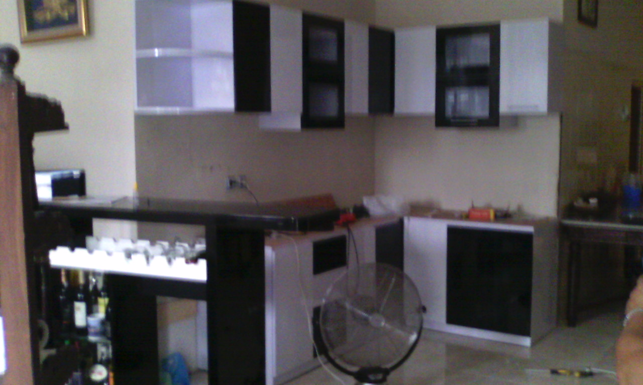 Kitchen set minimalis surabaya sidoarjo for Kitchen set hitam putih