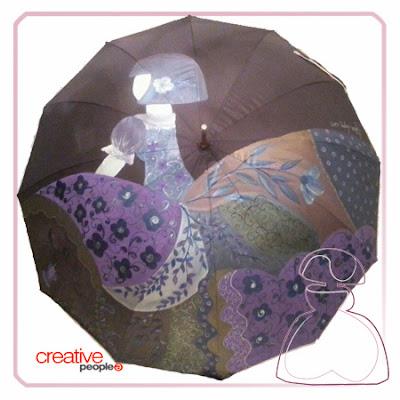 Paraguas modelo Menina de Sylvia López Morant realizado en tonos morados, pintado a mano..