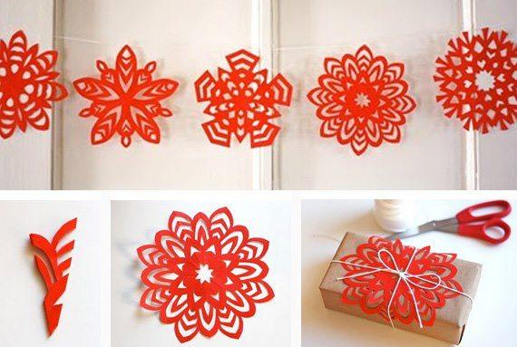 doblando una hoja de pale cuadrada podemos realizar bellos copos de nieve de papel picado de diferentes formas y