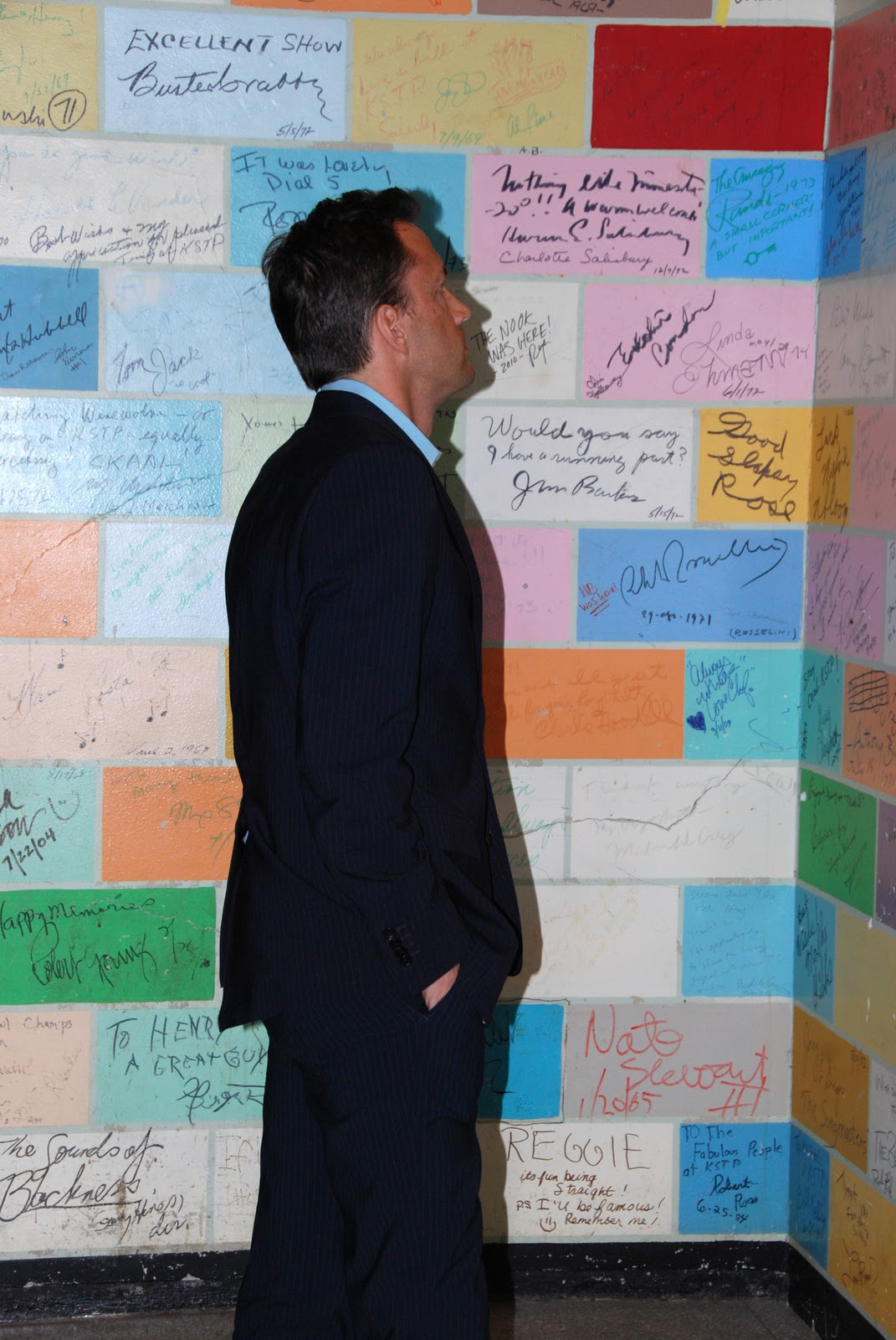 Amy robach affair admiring the wall backstage at