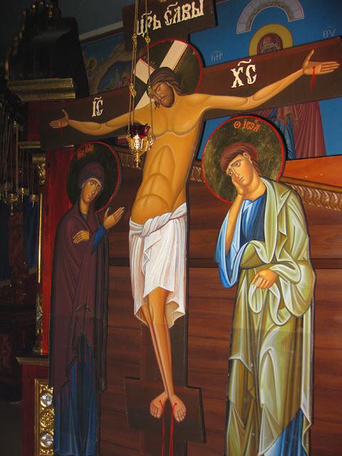 Фото Виталия Бабенко: распятие в церкви Двенадцати Апостолов