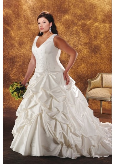 Cheap wedding gowns online blog tips for buying your plus for Plus size designer wedding dresses