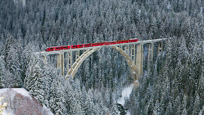 Rhaetian railway passing through Langwieser Viaduct bridge, Switzerland (© Werner Dieterich/Corbis) 397