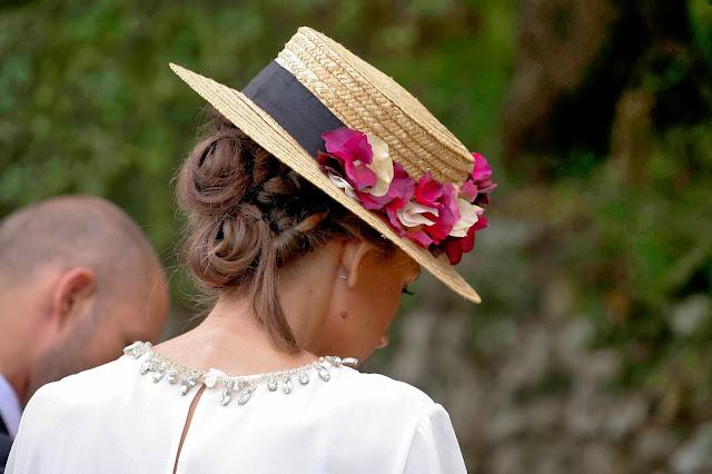 Peinado invitada de boda con canotier