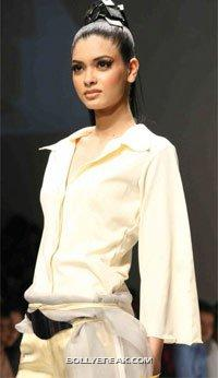 Diana Penty Indian Model - (3) - Diana Penty Hot Pics - Model Ramp Walk Fashion Show