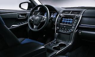 2018 Toyota Camry Hybrid Sedan Review interior Design