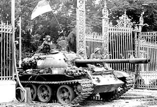 Caida de Saigón. Tanque verjas Palacio Presidencial