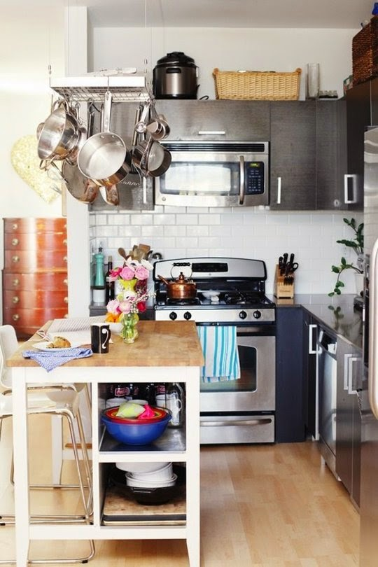 7 modi per fare sembrare una cucina piccola piu 39 grande for Small studio apartment kitchen ideas