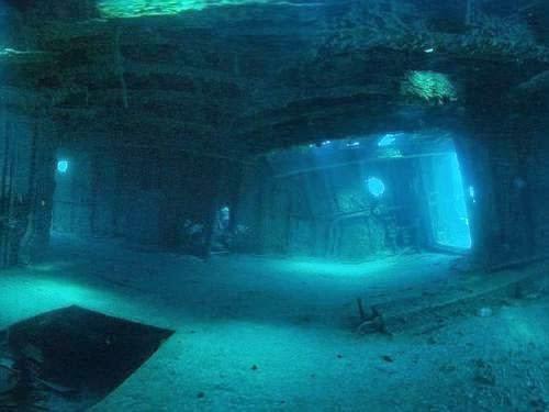 Kondisi di dalam bangkai kapal di bawah Bermuda