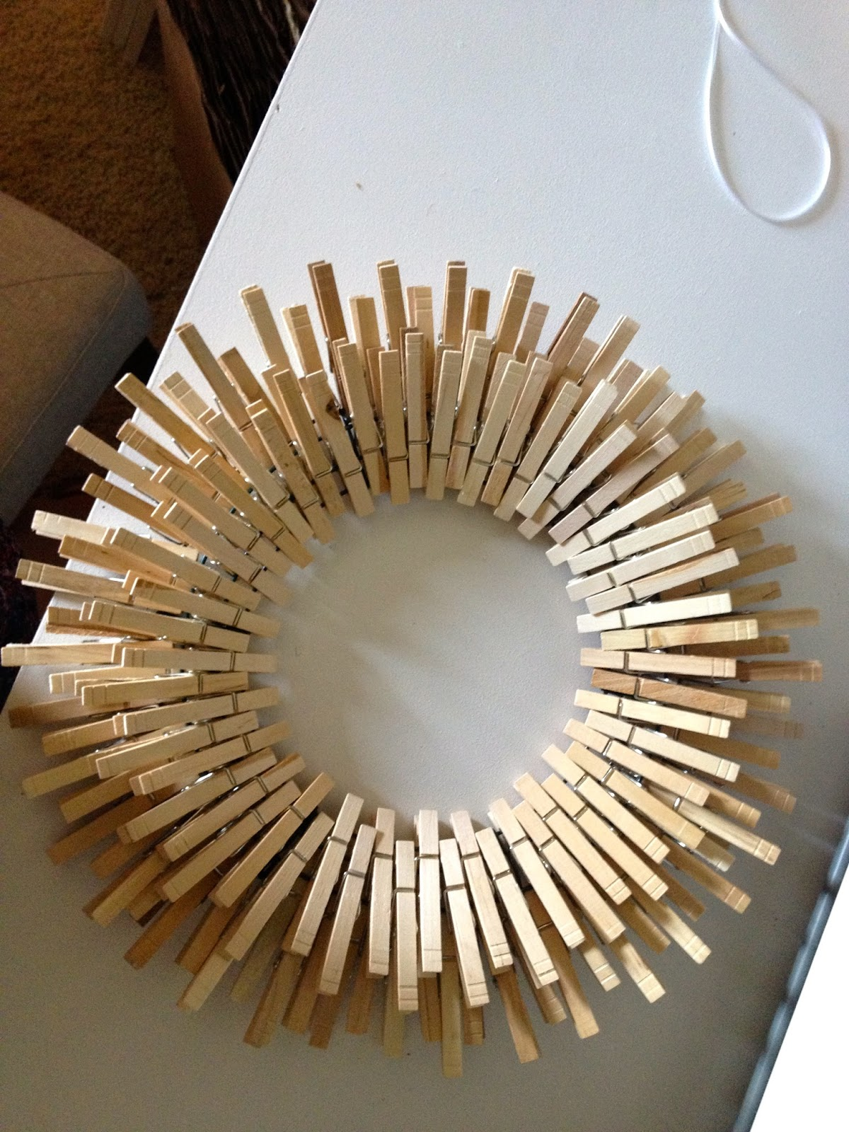 Diy star burst laundry room clothespin wreath overthrow for Close pin crafts